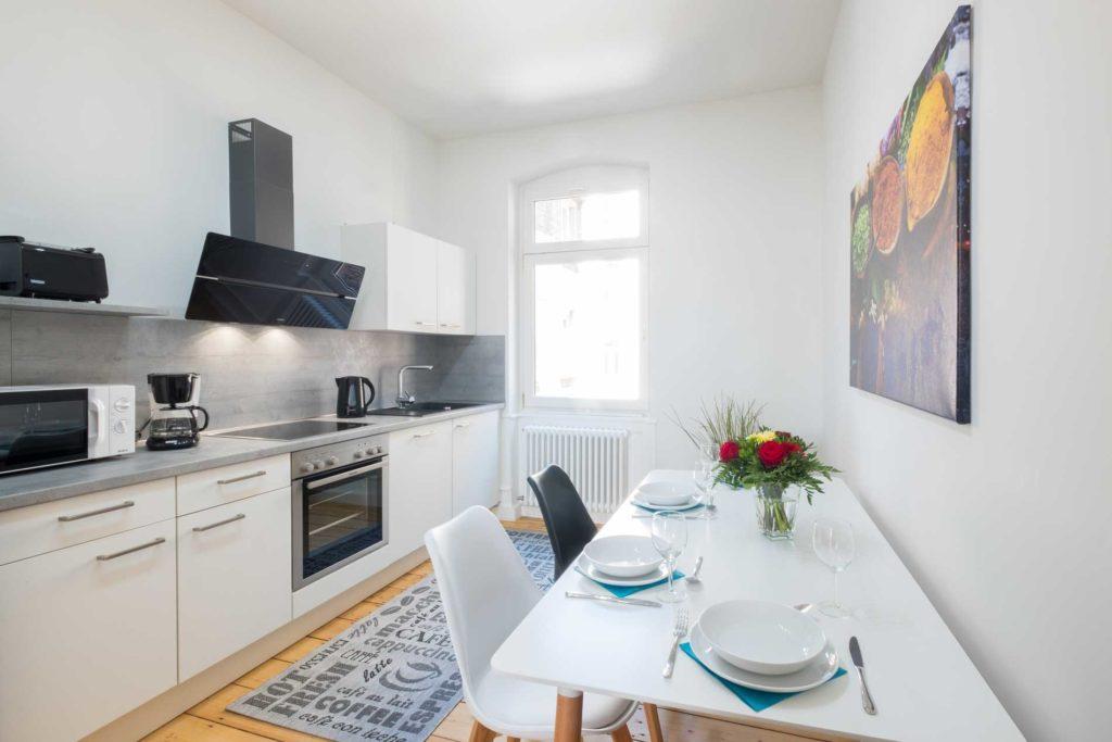 stay4business | Wohnen auf Zeit | voll moeblierte Wohnung in Mannheim | Küche mit Essplatz